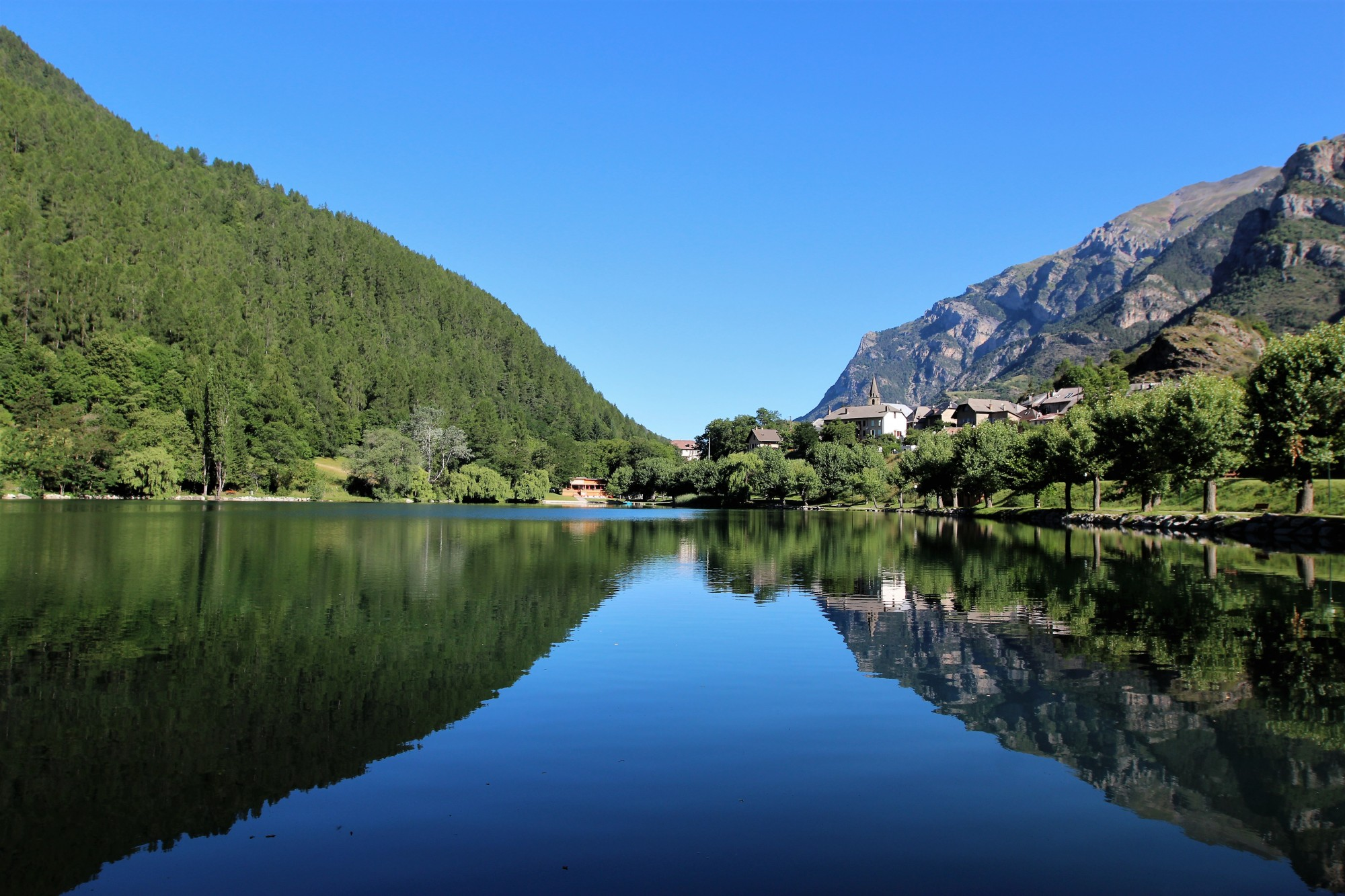 lac de montagne des alpes