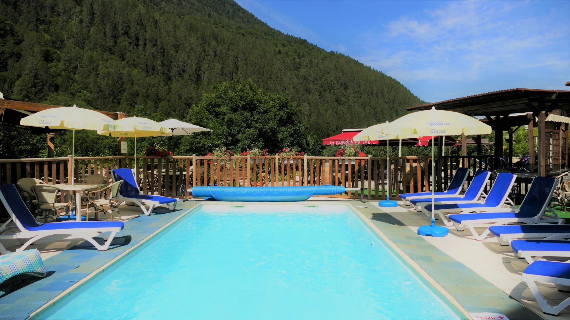 lac lauzet vallée ubaye montagnes piscine