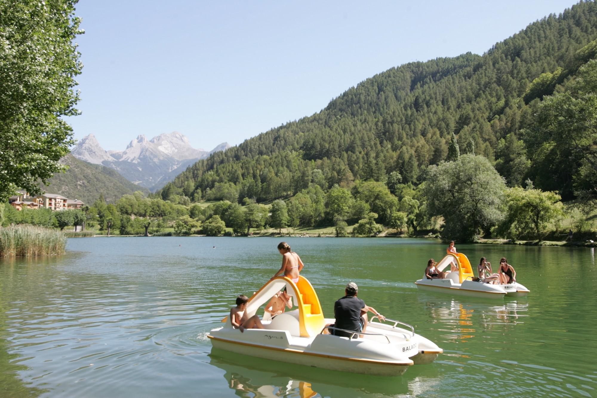 Pédalo au lac du Lauzet