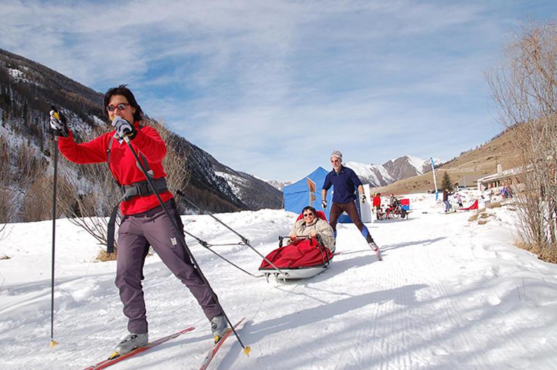 Découverte des sports d'hiver avec Neige pour tous à Barclonnette