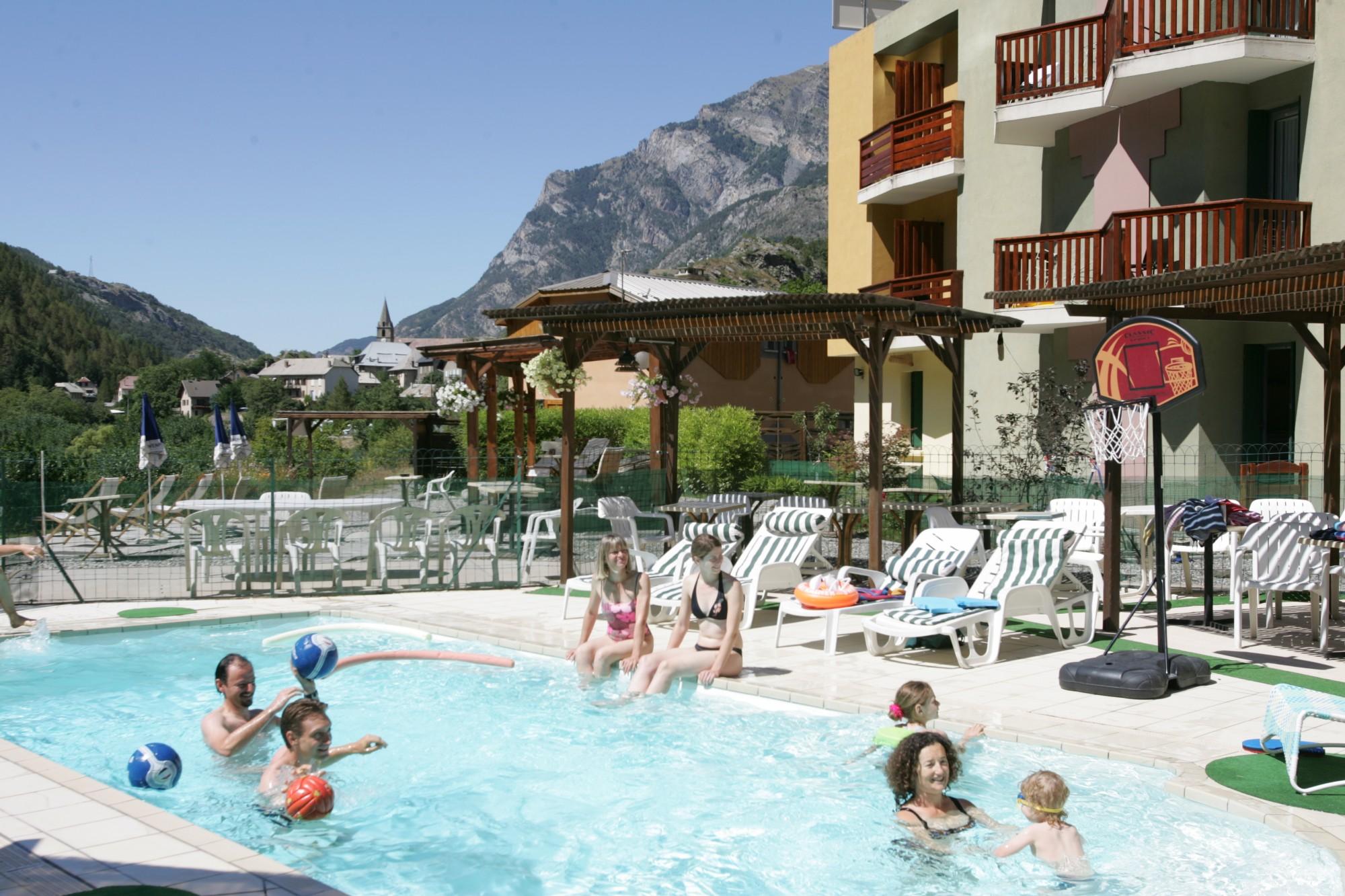 hotel avec piscine alpes de haute provence