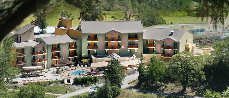 Hôtel Lauzetane bord du lac ubaye alpes
